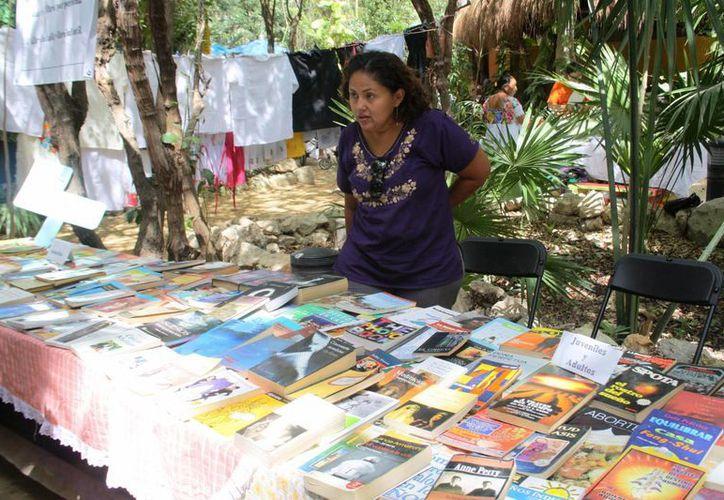 Mantiene un intercambio de ejemplares entre los lectores que hay en la ciudad. (Octavio Martínez/SIPSE)