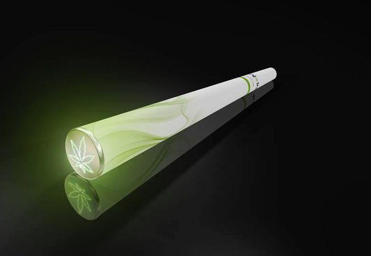 El diseño se asemeja al de un cigarrillo electrónico regular en el que imprimieron el dibujo de una hoja de marihuana de color verde que enciende la brasa cuando se aspira. (facebook.com/enjoint4u)
