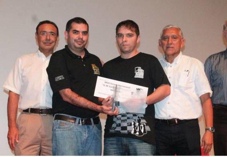 El Gran Maestro cubano Lázaro Bruzón se convirtió este lunes en el máximo ganador del Torneo Internacional 'Carlos Torre Repetto In memoriam'. (Foto: twitter.com/IDEY_oficial)