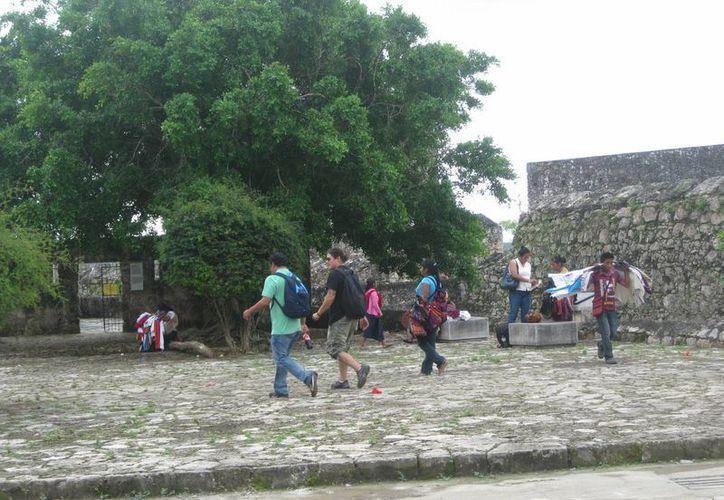Los turistas tratan de salir de la ciudad antes que caiga la noche. (Javier Ortiz/SIPSE)