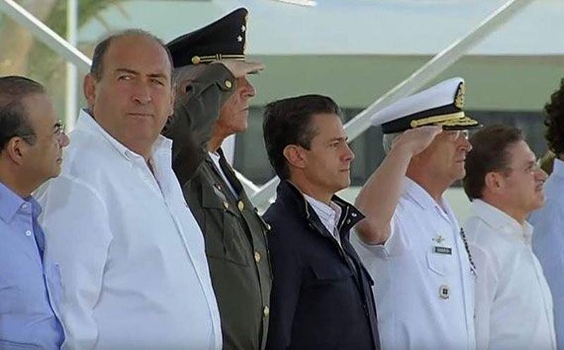 EPN entrega instalaciones a miembros del Ejército en Coahuila