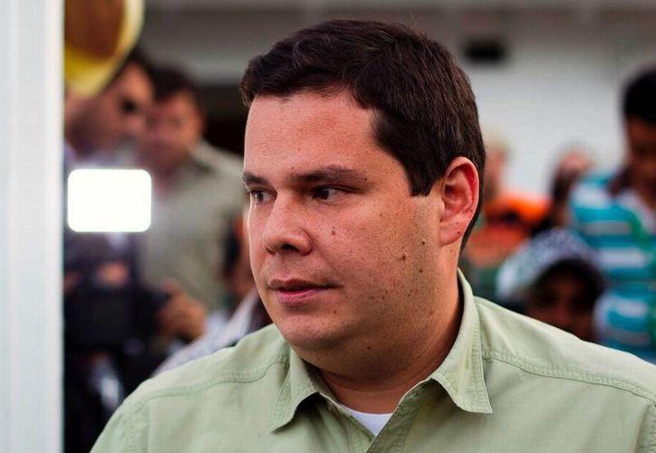 En 2012 salió a la luz un video en el que se veía al diputado Juan Carlos Caldera recibiendo dos paquetes con dinero de manos de un hombre cuya voz e imagen estaban distorsionadas electrónicamente. (coquivacoatelevision.com.ve)