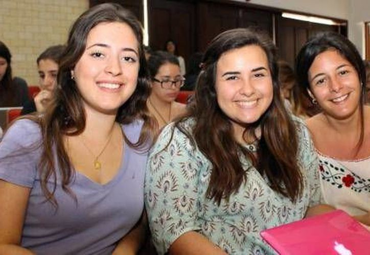 Imagen de algunas alumnas que participaron en la inauguración de la Semana de Diseño 2016 en el Auditorio Gomory. (Milenio Novedades)
