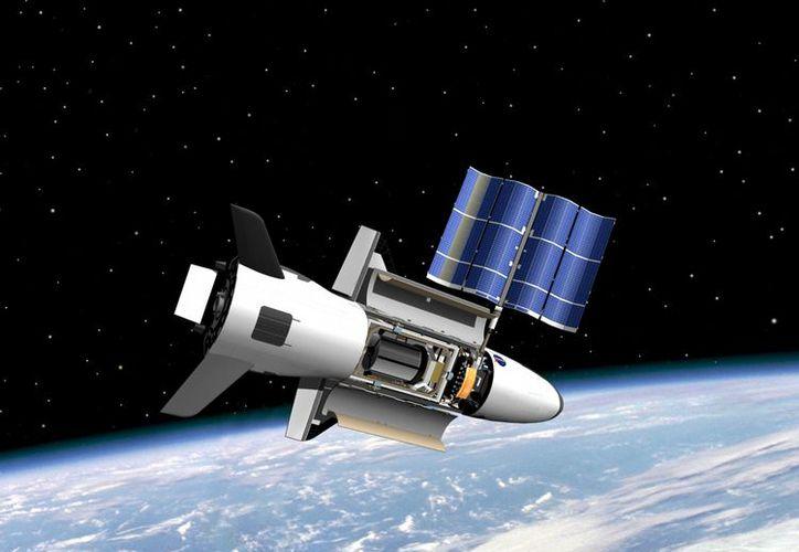 Imagen facilitada por la NASA que muestra el prototipo del avión espacial robótico X-37B. (EFE/Archivo)