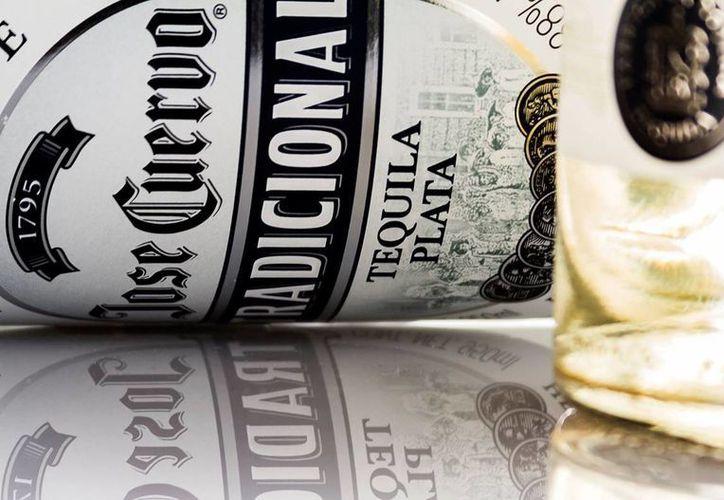 José Cuervo, el mayor productor de tequila del mundo, fijó este jueves en 34 pesos el precio por acción en su Oferta Pública Inicial (OPI), el nivel más alto estimado por la compañía. (Facebook Jose Cuervo Tradicional)