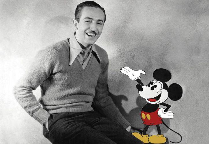 Walt Disney concibió la idea de Mickey Mouse durante una travesía en tren, a quien posteriormente se convertiría en su más fiel compañero y símbolo emblemático de la historia del dibujo animado. (Disney.com)