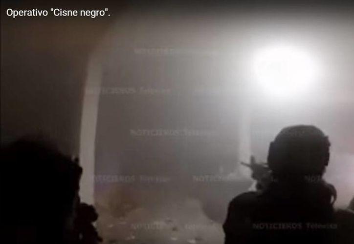 El periodista Carlos Loret de Mola dio a conocer un video de dicho enfrentamiento, gracias a una cámara colocada en uno de los elementos, quien dictaba órdenes a los marinos durante el operativo. (Captura de pantalla)