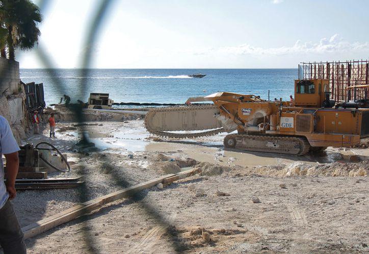 Desde hace semanas comenzaron las obras de demolición de una antigua vivienda que dio paso a la limpieza del terreno. (Gustavo Villegas/SIPSE).