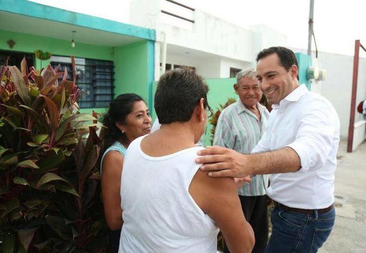 A través del nuevo programa 'Médico a Domicilio', en cinco meses fueron atendidos 667 meridanos, reveló el alcalde de Mérida, Mauricio Vila, quien estuvo este viernes en Polígono CTM.  (Foto cortesía del Ayuntamiento de Mérida)