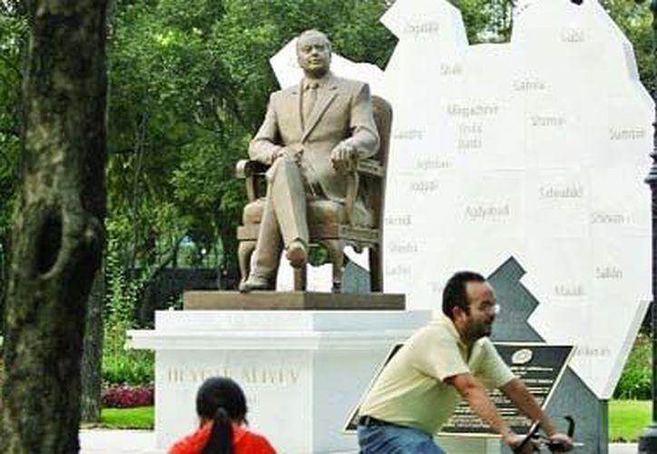 La estatua del exdictador de Azerbaiyán, Heydar Aliyev, se ubica en el parque del Paseo de la Reforma. (www.tlalpan.info)