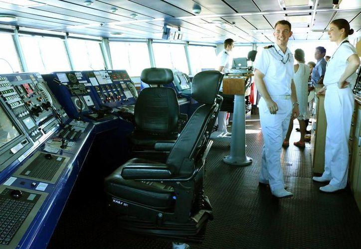 Integran la tripulación de la nave 39 personas. Uno de cada cuatro miembros de su tripulación son mujeres. (José Acosta/SIPSE)