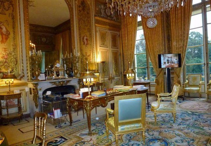 Imagen de uno de los salones del Palacio del Elíseo en París, Francia donde vivió el expresidente Sarkozy  durante su mandato. (pasearporparis.com)