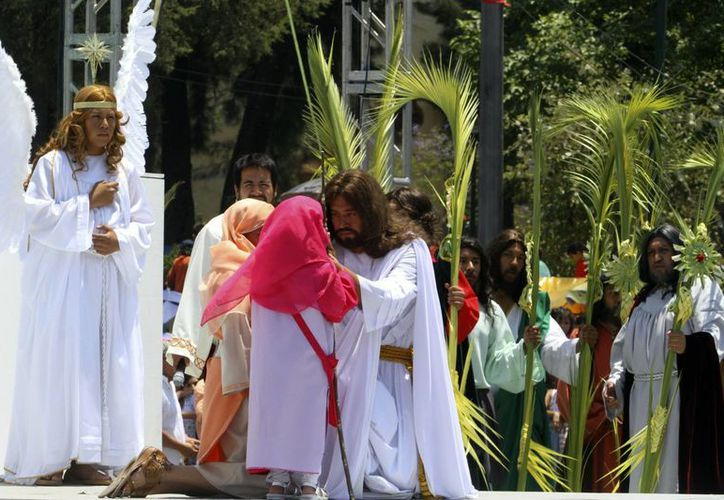 Se espera que el Viacrucis inicie alrededor del medio día. En la imagen, los actos del Domingo de Ramos en Iztapalapa. (Notimex/Archivo)