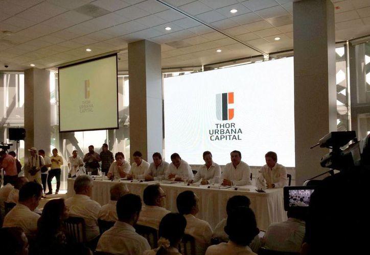 Imagen de la rueda de prensa en la que se presentó el proyecto inmobiliario Vía Montejo. (Candelario Robles/SIPSE)
