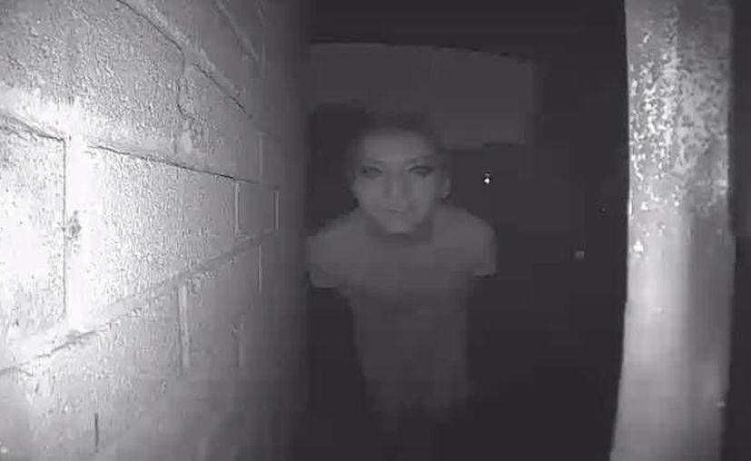 Un usuario de la red social Reddit desapareció poco después de que desde su casa tomara esta foto a un desconocido. (fatndepressed)