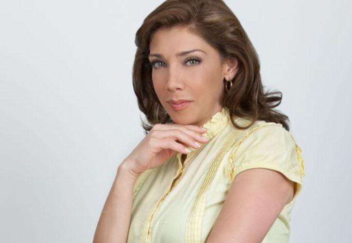 Lejos de afectarle en su profesión, la edad está favoreciendo a la actriz. (Televisa)