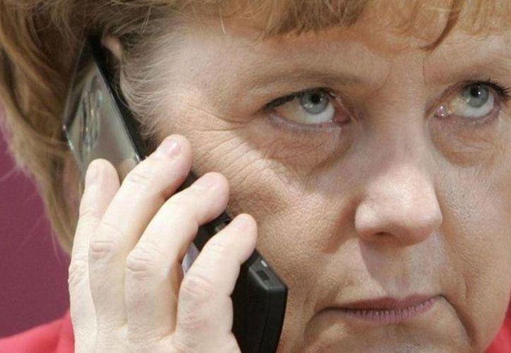 El Gobierno de Angela Merkel podría hacer a un lado la política de no espiar a los principales aliados de la OTAN. (Archivo/AP)