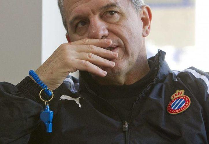 La relación laboral de Javier Aguirre con el Espanyol de Barcelona termina en junio próximo, pero hasta el momento no ha tocado con la directiva la posibilidad de una extensión de contrato. (EFE/Archivo)