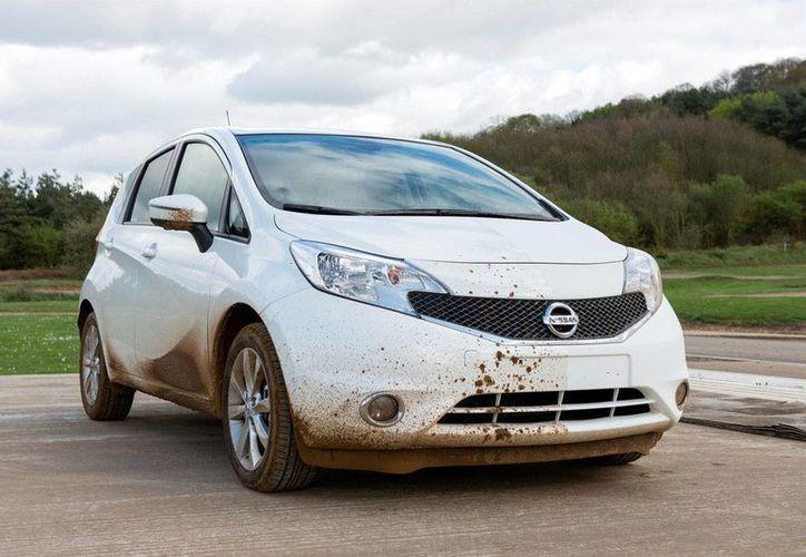 Nissan Mexicana comenzará a hacer pruebas en México en su vehículo eléctrico Leaf para el uso de la tecnología Ultra-Ever Dry que genera un recubrimiento que repele de inmediato cualquier líquido. (elmundo.es)
