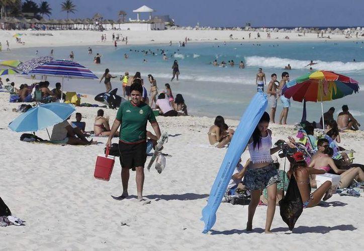 Según las expectativas turísticas entre julio y agosto de este año se hospedarán 808 mil 309 mexicanos. (Redacción/SIPSE)