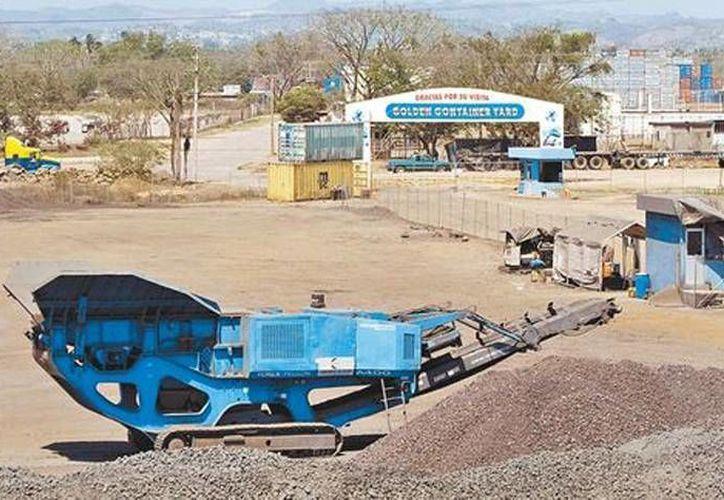 La maquinaria inmovilizada en una de las empresas que fueron aseguradas por el Gobierno Federal, el lunes pasado. (Jesús Quintanar/Milenio)