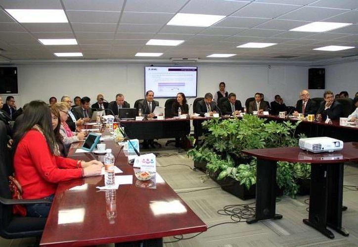 Aspecto de la reunión del INE en la que se entregó a los partidos archivos electrónicos con el Listado Nominal. (Foto:www.ine.gob.mx)