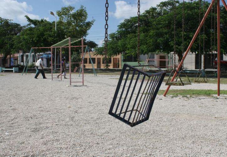 Aunque en Cancún hay parques públicos, algunos carecen de árboles y otros no tienen ni pasto. (Tomás Álvarez/SIPSE)