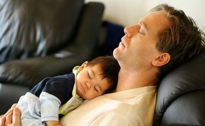Uno de cada seis bebés que murieron por este síndrome estaban durmiendo con un adulto en el sofá. (Milenio)
