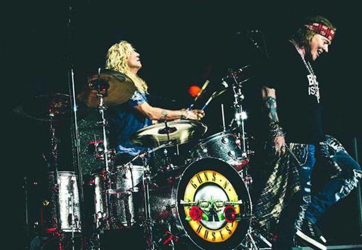 Entre las al menos 30 personas arrestadas en un concierto de Guns N' Roses en Nueva Jersey hay una mujer acusada de agresión agravada contra dos policías. (Foto de Instagram tomada de excelsior.com.mx)