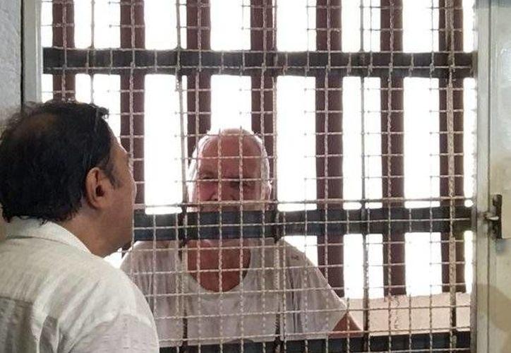 Walter Suk es acusado de abuso y corrupción de menores, tras besar en la boca a dos niñas de tres años en Acapulco. (twitter.com/Foro_TV)