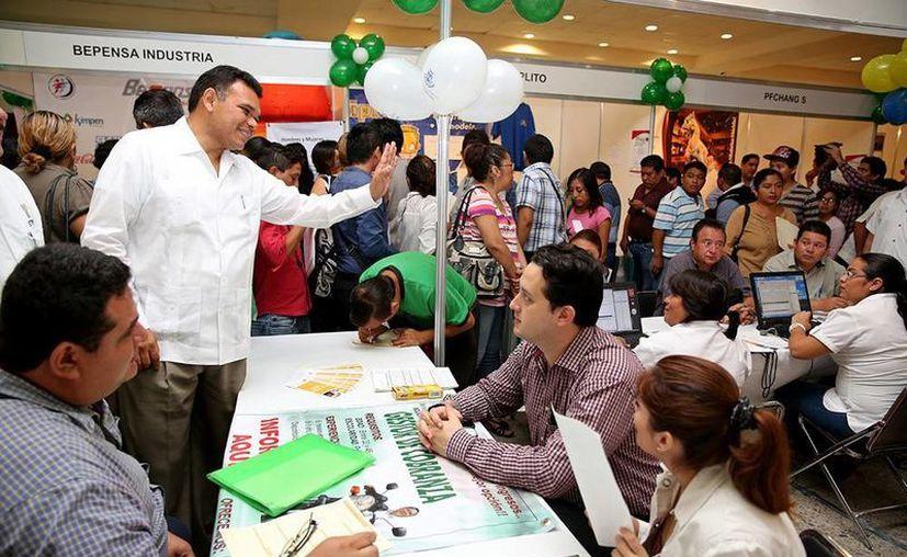 En el marco de la Feria del Empleo, se entregaron apoyos a 103 personas provenientes de los municipios. (Cortesía)