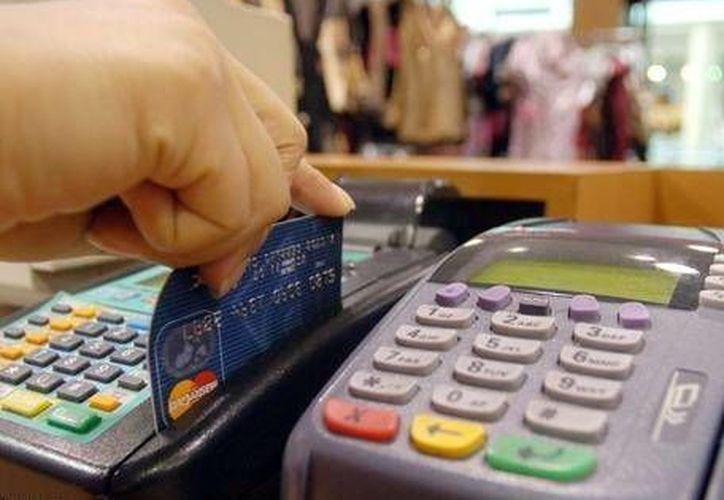 La Condusef recomienda prudencia a los usuarios de tarjetas de crédito. (Milenio Novedades)