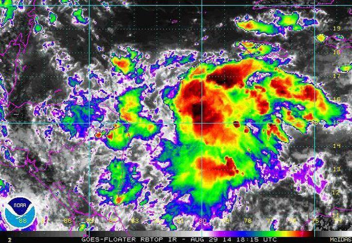 La zona de inestabilidad presentaba 10% de probabilidad de desarrollo ciclónico.  (Faceboo/Yucatán y el Clima)