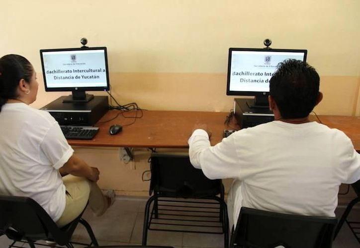 Capacitarán a quienes deseen estudiar el bachillerato en línea y que se adapten al sistema electrónico. (Foto: Milenio Novedades)