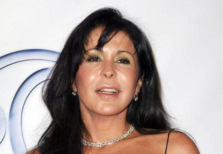 La actriz adquirió la nacionalidad estadounidense en 2007 y en la actualidad radica en Los Angeles, California. (semanticsys.org)