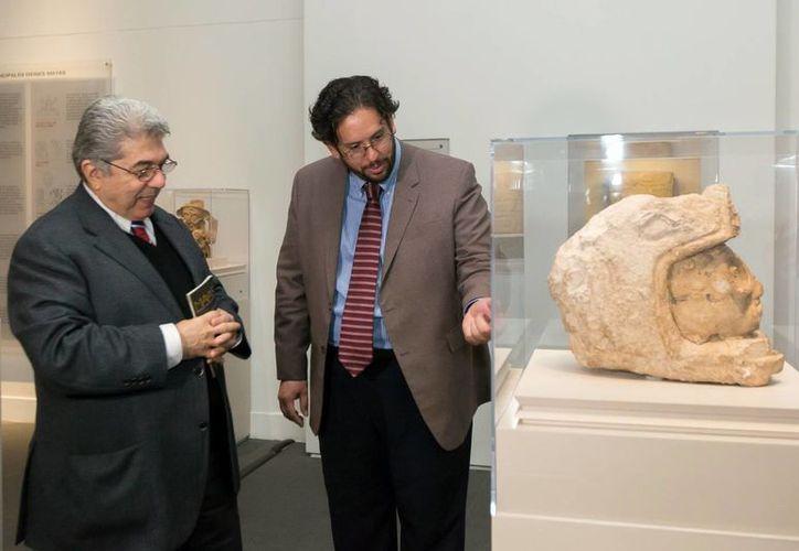 Esma Bazan (izq): la muestra de piezas mayas de México, Guatemala y Honduras que llegará a Yucatán es la más amplia. (Milenio Novedades)