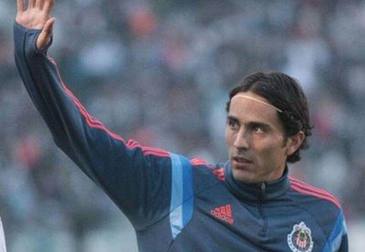 Aldo de Nigris, quien el jueves pasado perdió a uno de sus cuñados, jugó unos minutos en el encuentro entre Chivas y su exequipo Rayados de Monterrey, en el día en que se cumple el 5o aniversario de la partida de su hermano Antonio. (Jammedia).