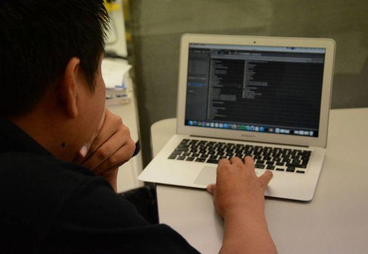 El gobierno analiza que las universidades del estado puedan ofrecer licenciaturas en línea. (Tomás Álvarez/SIPSE)