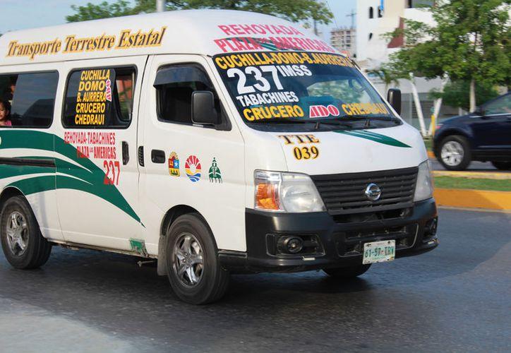 Las autoridades continuarán con operativos para evitar los abusos de los choferes de las combis. (Luis Soto/SIPSE)