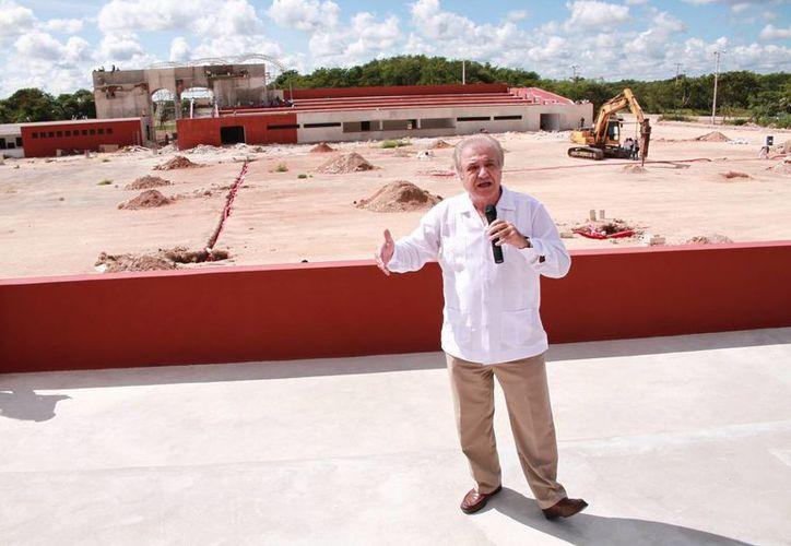 En la Feria Yucatán Xmatkuil 2016 habrá muchas promociones relacionadas con juegos y con los boletos de entrada, dio a conocer el presidente del Instituto Promotor de Ferias de Yucatán, Juan José Abraham Achach. (Jorge Acosta/SIPSE)