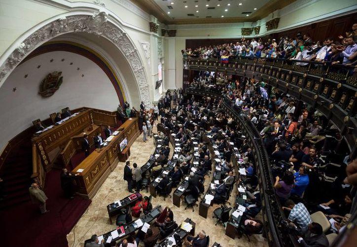 El Tribunal Supremo de Venezuela declaró nulos todos los actos del Parlamento en los que participen los diputados opositores cuya retirada ordenó este lunes. (EFE/Archivo)