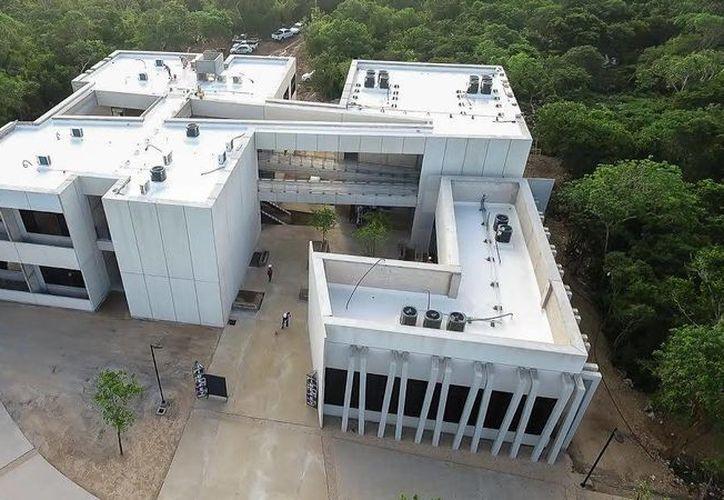 La Universidad Politécnica constará de cinco módulos y rumbo a su próxima apertura se está concluyendo el primero, dijo hace unos días el superintendente de obra, Luis Ángel Rodríguez. (Foto cortesía del Gobierno de Yucatán)