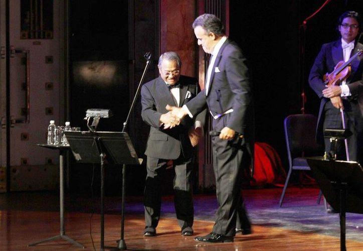 """El concierto """"Armando y Fernando Compartiendo Vida"""", a beneficio del Programa de Trasplante de Médula Ósea en la lucha contra la leucemia y otras enfermedades de la sangre, contó con la participación de la Orquesta Sinfónica Mexiquense, en el Palacio de Bellas Artes. (Notimex)"""