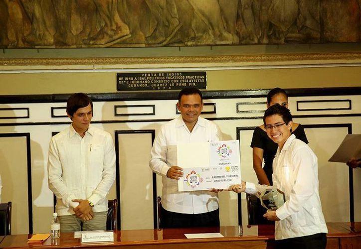 El Gobernador presidió la entrega del Premio Estatal de la Juventud 2013, en sus diferentes categorías. (Cortesía)