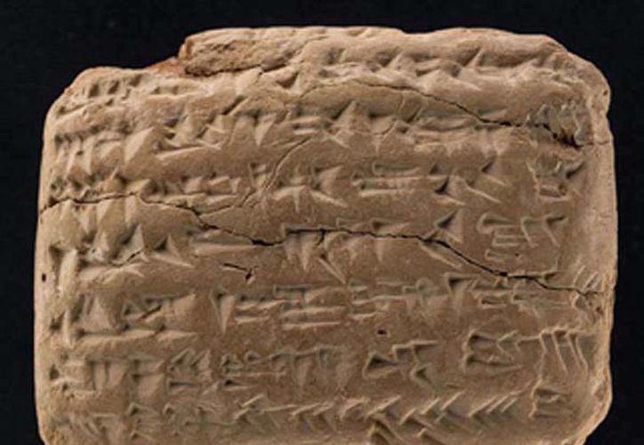 En una tablilla de arcilla escrita en la que fuera ciudad sumeria de Ur, hoy, en territorio de Irak, una mujer llamada Nanni se queja por el grado incorrecto del mineral de cobre que encargó. (redhistoria.com)