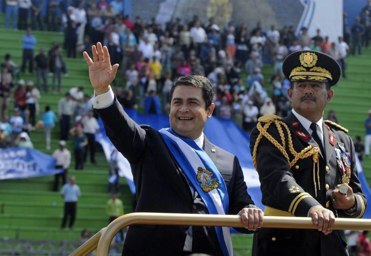 La ceremonia de la investidura del nuevo Presidente de Honduras se dio ante miles de personas reunidas en el Estadio Nacional en ese país. (Agencias)