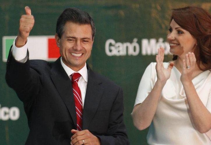 """Los mensajes de la embajada de EU a su país describen a Peña Nieto como """"Joven, atractivo, carismático y está casado con una estrella de telenovelas. Pero si su apoyo es solo cosmético, podría ser efímero…"""" (Archivo/Agencias)"""