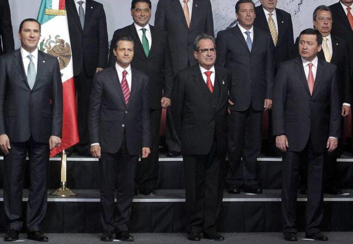 La Conago respalda los esfuerzos para combatir el analfabetismo, indicó Graco Ramírez, gobernador de Morelos. (Notimex)