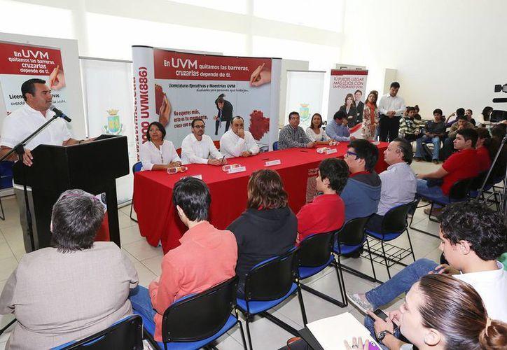 Los empleados del Ayuntamiento de Mérida que no pudieron terminar sus estudios universitarios tienen opción de hacerlo en la UVM. (Cortesía)