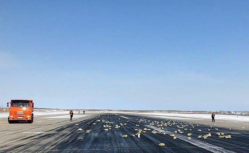 Una falla en el avión provocó que se cayeran 3.4 toneladas de oro. (Foto: Twitter)